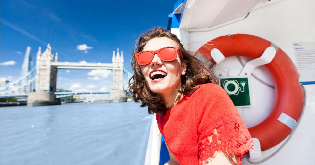 ロンドンを楽しむ女性